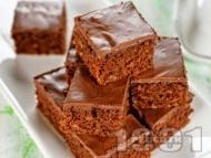 Рецепта Кафяв брауни сладкиш с глазура (с черен и млечен шоколад)